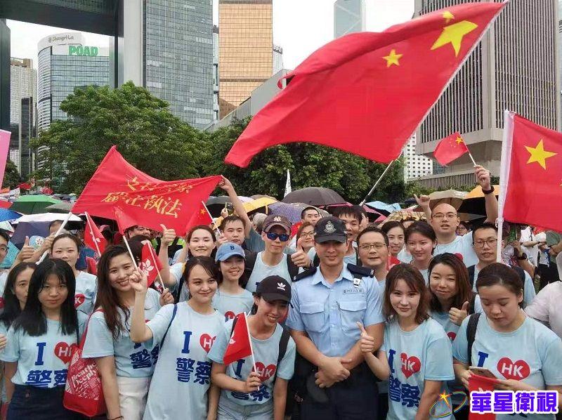 """香港各界冒雨出席""""反暴力 救香港""""大集会"""