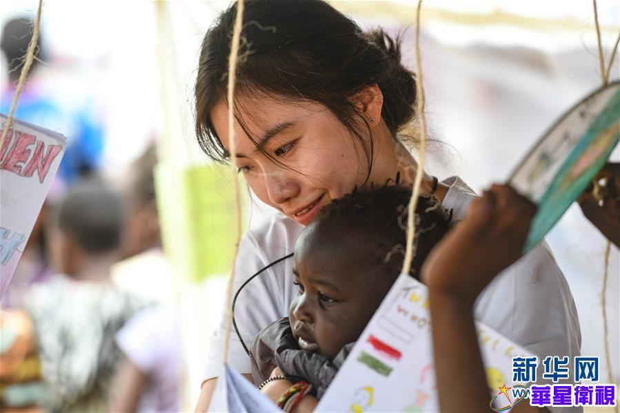 """(国际·图文互动)(3)非洲贫民窟里的中国""""造梦者"""""""
