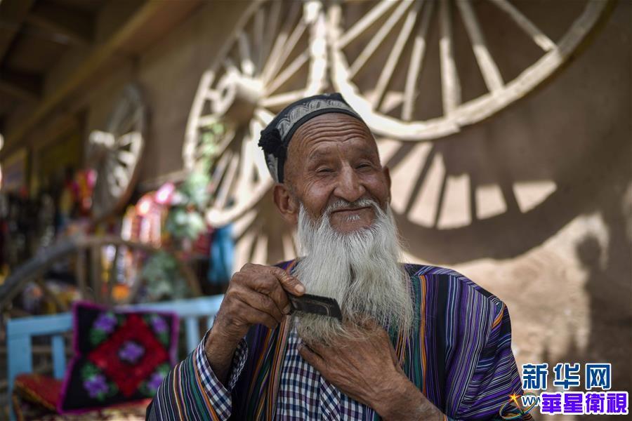 新疆:旅游热潮助力百姓就业