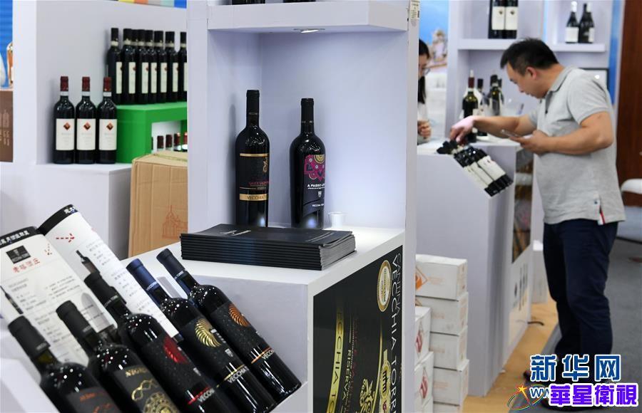(服务)(3)贵阳:酒博会上购销两旺