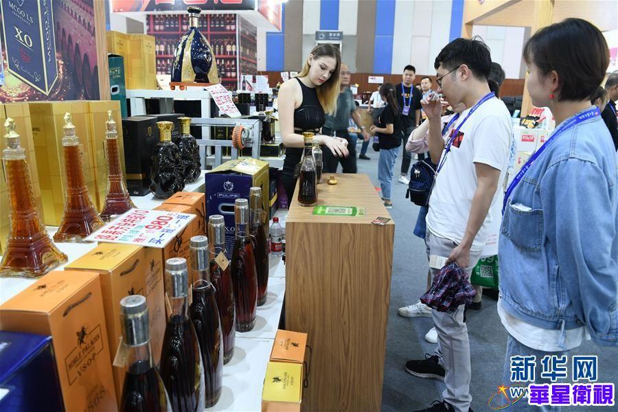 (服务)(1)贵阳:酒博会上购销两旺