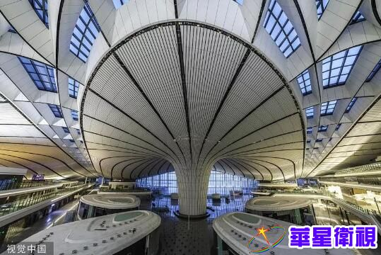 机场内部的光影构图 来源:视觉中国