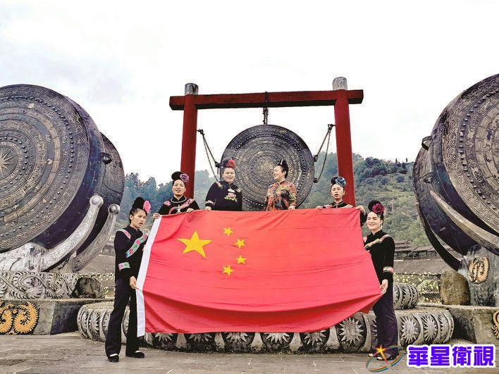 中国奥运五金第一人邹凯 登上国庆彩车