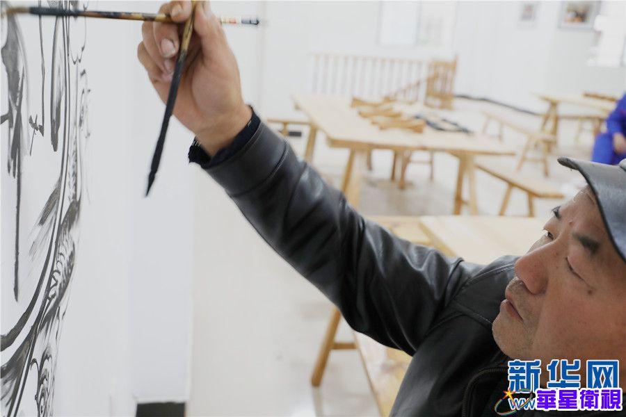 """民间画匠毕瑞有:让""""美好""""在墙头定格("""