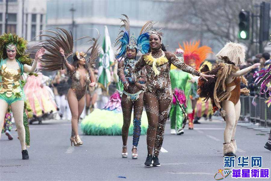 英国伦敦举行新年游行