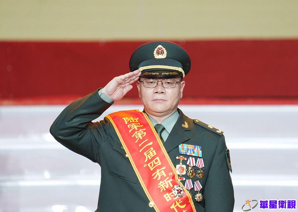 """陆军举行第二届""""四有""""新时代革命军人标兵颁奖仪式"""