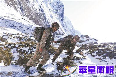 翻越雪山的拥抱——夫妻共走巡逻路