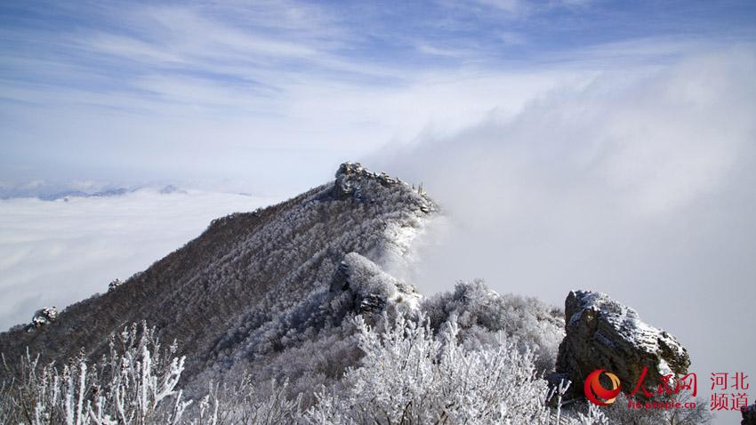雪后初霁 河北白石山银装素裹云海翻腾似仙境
