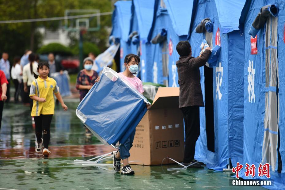 四川泸县:救援物资陆续抵达安置点